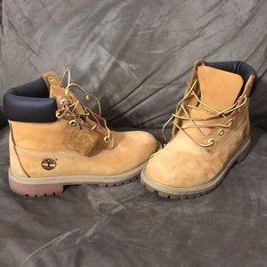 Boys 5.5 Timberland boots